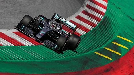 Lewis Hamilton vauhdissa Red Bull Ringillä kesäkuussa 2019.