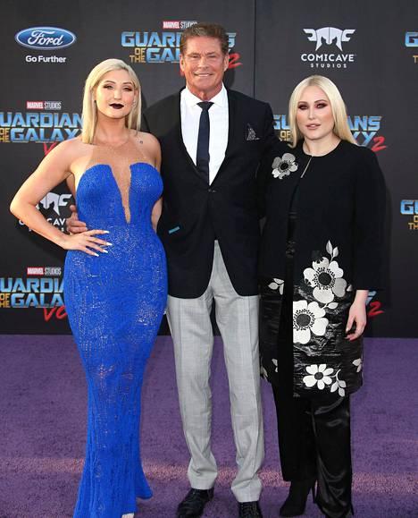 David Hasselhoff kuvattuna tyttäriensä Hayley Haselhoffin ja Taylor Ann Hasselhoffin kanssa.