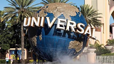 Orlandon Universal Studion tiedotteessa kerrottiin työntekijän saaneen potkut.
