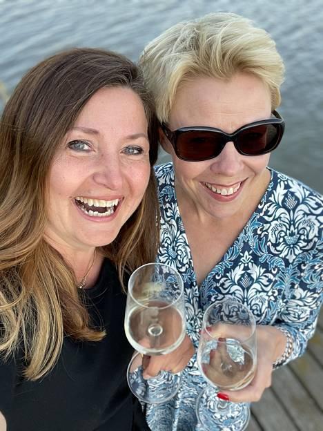 """Ke 21.7. """"Marjan kanssa testaamme viinejä, koska saattaa olla, että Huonolla Äidillä on kohta oma viini."""""""