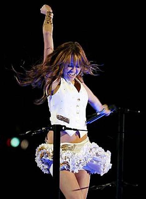 Teinitähti Miley Cyrus piti hulppeat juhlat Disneylandissa.