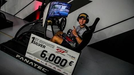 Juuso Puhakka nappasi rahakkaan voiton Assetto Corsa Competizione -pelillä ajetusta kilpailusta.