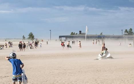 Näkyvyys oli huono, kun hiekka pöllysi.