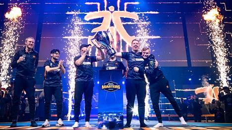 Fnatic on yksi Counter-Striken ikonisimmistä nimistä. Kuvassa CS-joukkue juhlimassa DreamHack Masters Malmö -mestaruutta syksyllä 2019.