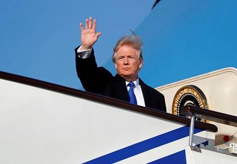 Yhdysvaltain Donald Trump on lähtenyt perjantaina Kiinasta kohti Vietnamia.