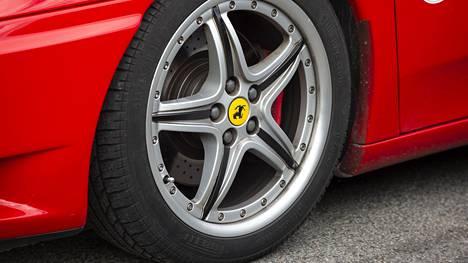 Maineikas Ferrari-omistajien yhdistys Ferrari Club Passione Rossa oli Suomessa juhlistamassa 20-vuotista taivaltaan.
