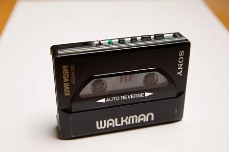 Sony Walkman kuuluu erottamattomasti monien nuoruuteen. Ensimmäinen C-kasettia pyörittänyt Walkman tuli myyntiin 1979.