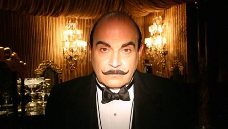 Hercule Poirotia esittää vastustamattomalla tyylillään David Suchet.