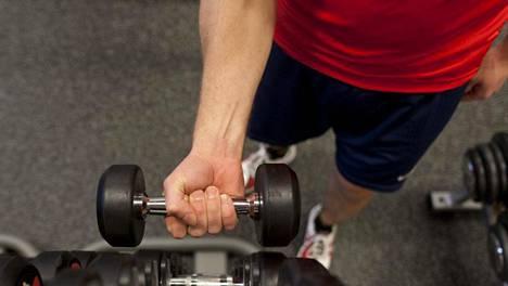 Voiman ja lihasmassan kasvuun ei aina tarvita puntteja tai edes oman kehon nostelua vaikkapa leuanvedossa. Pelkkä lihasten tehokas jännittäminen ilman kuormaa toimii.