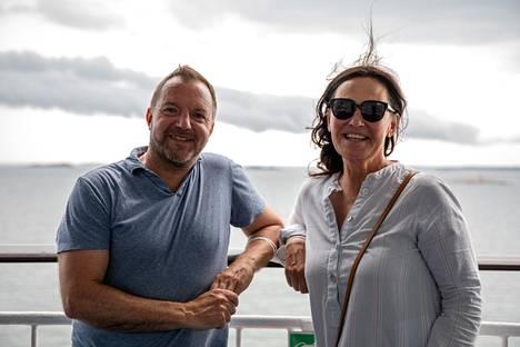 Johan ja Tarja Ehrström aikovat jatkaa Tukholmasta autolla edelleen Skåneen lomailemaan.