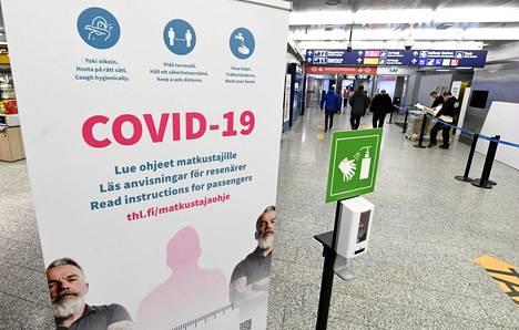 Lentokentällä on tehty koronatestejä Suomeen saapuville matkustajille.