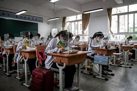 Wuhanilaisessa lukiossa Kiinassa on päädytty tällaiseen opetusjärjestelyyn.
