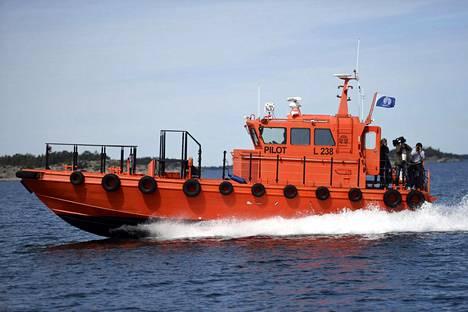 Luotsivene merellä Nauvo-Utö -välillä ulkosaaristossa 29. kesäkuuta 2017.