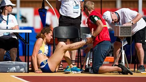 Ella Junnilan kipeässä jalassa oli ihomaalilla maalattu yhteistyökumppanin mainos.