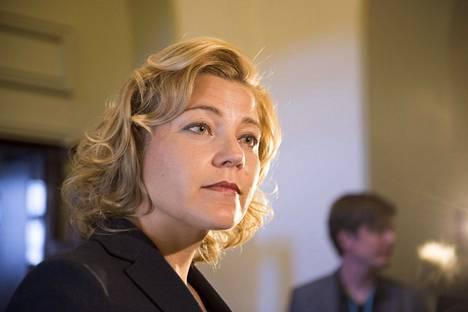 Henna Virkkunen ehdotti Keski-Euroopan aikavyöhykkeelle siirtymistä.