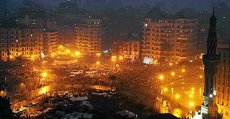 Tahrir-aukio on edelleen täynnä mielenosoittajia, jotka vaativat Egyptiä uudistumaan.