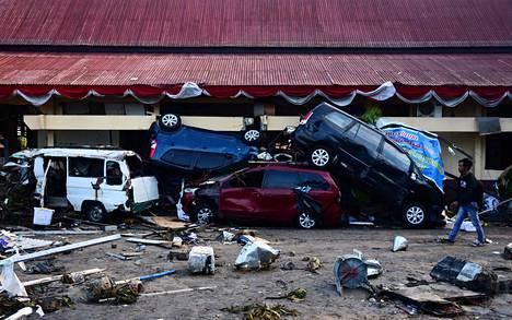 Tsunamin aiheuttamaa tuhoa Palun kaupungissa.