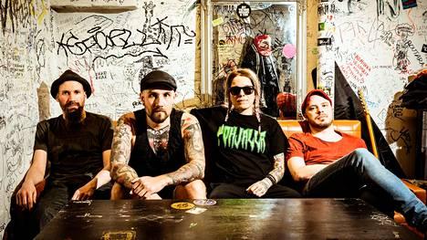 Punkbändin nimi sensuroitiin – nyt puhuu Huora