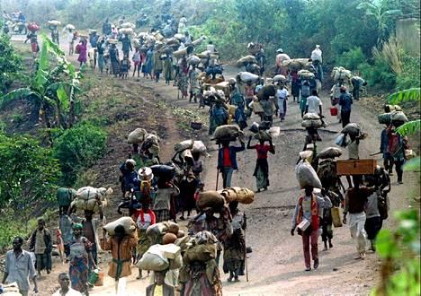 Kymmenettuhannet ruandalaiset pakenivat maansa väkivaltaisuuksia 1994 naapurimaihin, muun muassa Tansaniaan ja Zaireen (nykyinen Kongon demokraattinen tasavalta).
