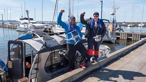 """Kari """"Ruffe"""" Nurmi ja Esa Kekki lensivät Suomenlahden yli kuvauskopterilla."""