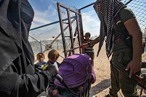 Al-Holin leirillä on lapsia vauvoista teini-ikäisiin.