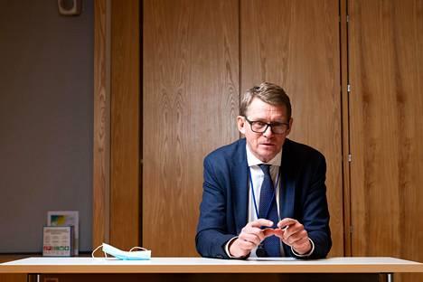 Valtiovarainministeri Matti Vanhasen mukaan Suomen alustava suunnitelma 3,2 miljardin investoinneista on selvillä vajaan kuukauden kuluttua ja kaikki yksityiskohdat ovat valmiina huhtikuun loppuun mennessä.