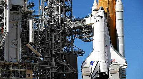 Discovery-sukkula on odottanut jo viikkokausia laukaisualustalla lähtöä.