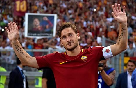 Roma-ikoni hyvästeli pelikentät keväällä 2017.