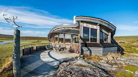 Utsjoella sijaitsee erämökki, jonka European Holiday Home Association valitsi viime perjantaina Euroopan parhaaksi vuokrattavaksi loma-asunnoksi. Hillagam sijaitsee aivan Suomen pohjoisimman rajan tuntumassa.