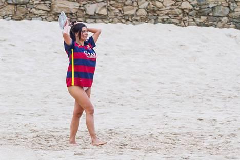 Brasilialaismissi tepasteli hiljattain rannalla Lionel Messin pelipaidassa.