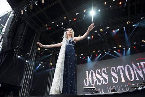 Joss Stone opetteli Jennin avulla suomen kieltä.
