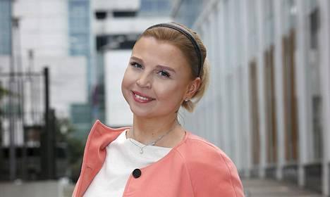 Marjo Kukkonen maksaa Tallinnassa asumisesta huomattavasti vähemmän kuin Helsingissä.