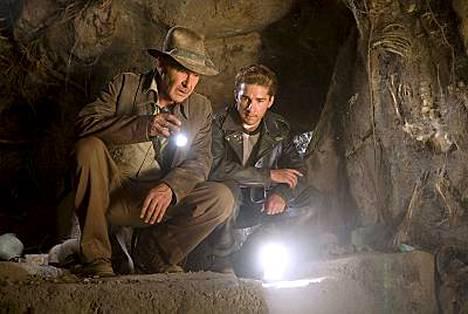 Harrison Ford ja Shia LaBeouf (oik. ) tähdittävät keväällä ensi-iltansa saavaa hittielokuvaa Indiana Jones ja kristallikallon valtakunta.