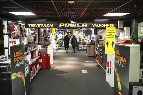 Power avaa useimmat myymälänsä aamuseitsemältä.