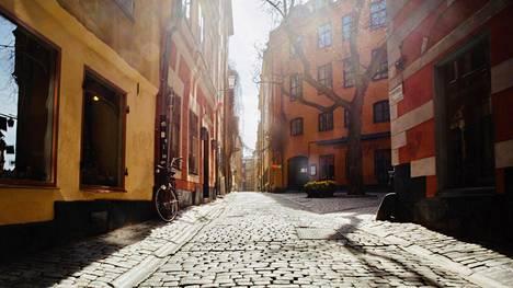 Tukholman Gamla Stanissa eivät kesällä turistien korot juuri kopise. Epidemiatilanne on Ruotsissa radikaalisti huonompi kuin muualla Pohjois-Euroopassa.