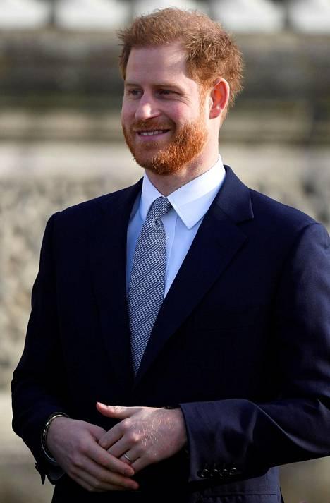 Brittimediat uskovat, että Harry tekee tänään torstaina viimeisen edustustehtävänsä hovissa. Hän ja Meghan ovat ilmoittaneet muuttavansa osittain Kanadaan.