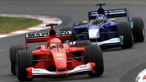 """Michael Schumacher näki Kimi Räikkösen ensimmäistä kertaa ja äimistyi – lähti selvittämään asiaa: """"Illalla oveen koputettiin"""""""