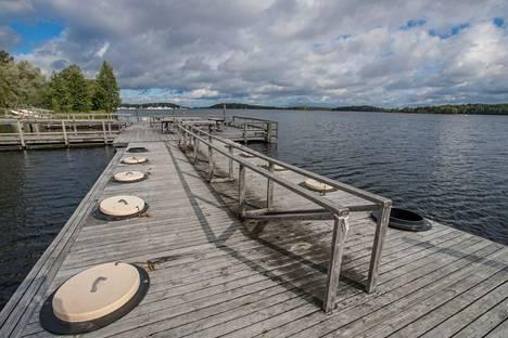 Halkosaaren mattolaituri Lappeenrannan Kaupunginlahdella edustaa lähes satavuotista pyykkäysperinnettä.