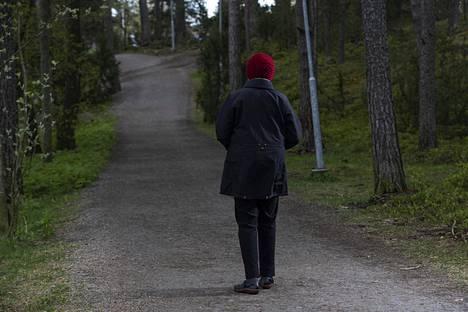 Iän myötä lapsettomuudesta ja lapsenlapsettomuudesta on tullut entistä kipeämpiä asioita, 74-vuotias nainen sanoo.
