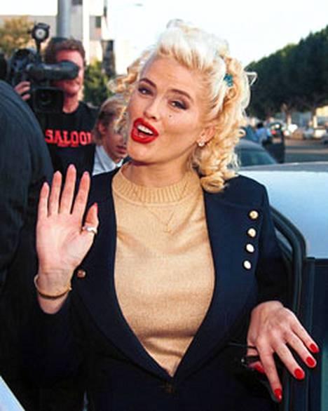 Anna Nicole Smith kuohuttaa vielä kuolemansa jälkeenkin.