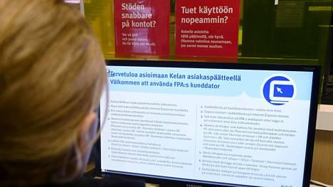Perustoimeentulotukea maksettiin viime vuonna 277000 kotitalouteen, joissa asui yhteensä yli 400000 suomalaista. Vuonna 2016 perustoimeentulotukea sai 237000 kotitaloutta.