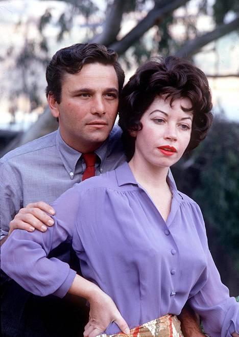 Peter Falk ensimmäisen vaimonsa Alyce Mayon kanssa.
