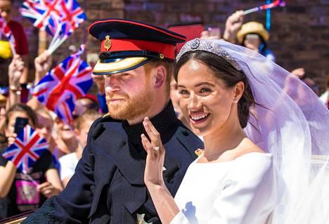 """Brittilehtien mukaan hovin työntekijöiden """"joukkopako"""" alkoi pian Harryn ja Meghanin häiden jälkeen. Pari vihittiin Windsorissa toukokuussa 2018."""