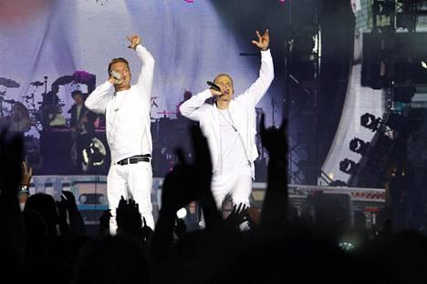 Cheekin Olympiastadionin keikoilla elokuussa 2014 räppärit pukeutuivat valkoiseen.