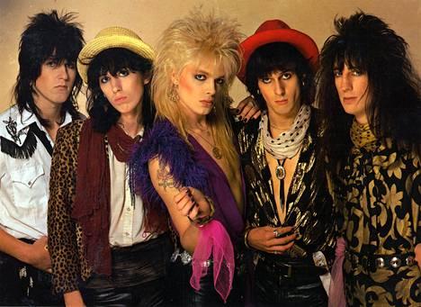 Razzlen liittyminen Hanoi Rocksiin teki yhtyeelle pelkästään hyvää. Razzle kuvassa oikealla.