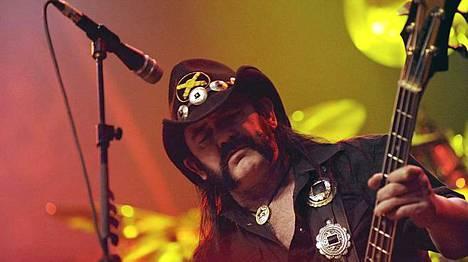 Ian Lemmy Kilmister ja Motörhead keikalla Helsingissä joulukuussa 2009.