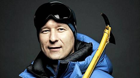 Suomalainen Atte Miettinen valloitti Mount Everestin lauantaina. Parhaillaan maailman korkeimmalla vuorella on valtava ruuhka, kun arviolta parisataa kiipeilijää yrittää huipulle.