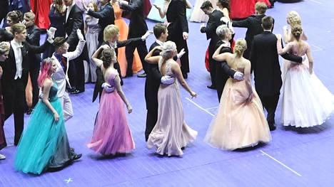Vanhojen tanssit Helsingin jäähallissa viime vuonna.