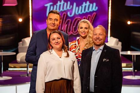 Ville ja Anniina Tuttu Juttu Show'n kuvauksissa. Susanna Laineen ja Timo Koivusalon ohjelma palaa MTV3-kanavalle lokakuussa.