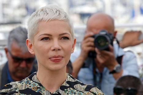 Lyhyt tukka on jo pitkään ollut Michelle Williamsin tavaramerkki. Aiemmin hän on suosinut erityisesti otsan peittävää pixie-mallia. Viime aikoina hänen tukkansa on kuitenkin lyhentynyt lähelle siiliä.